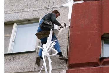Альпинисты по герметизации швов квартир